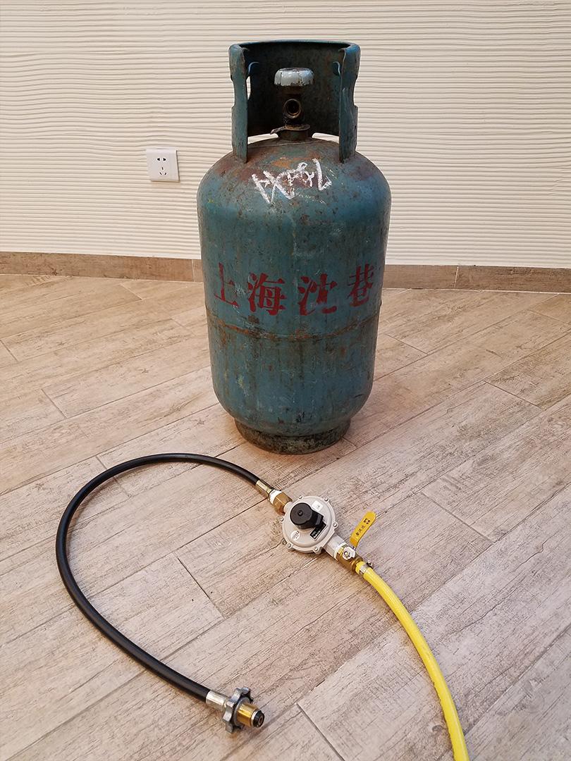 [步骤17] 然后接燃气罐