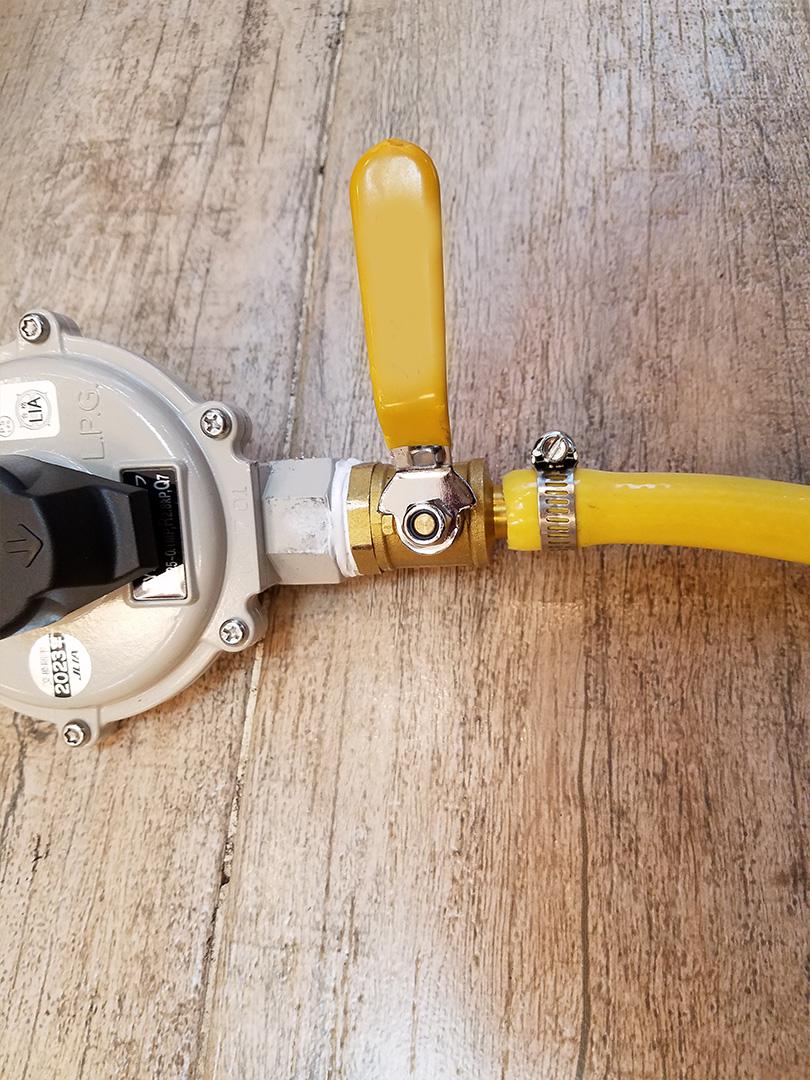 [步骤18] 注意:接然气罐之前必须关掉,燃气开关