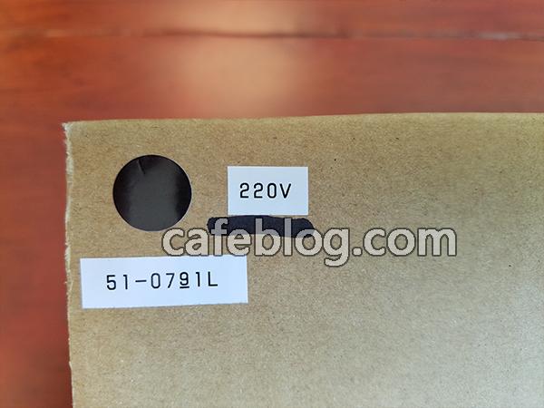 用微信发给客户220V正规版和产品序列号