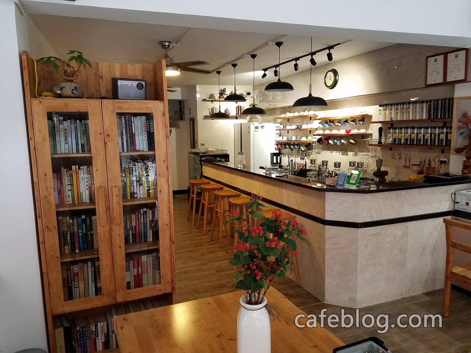 月港咖啡 YueGang Coffee 的前台。