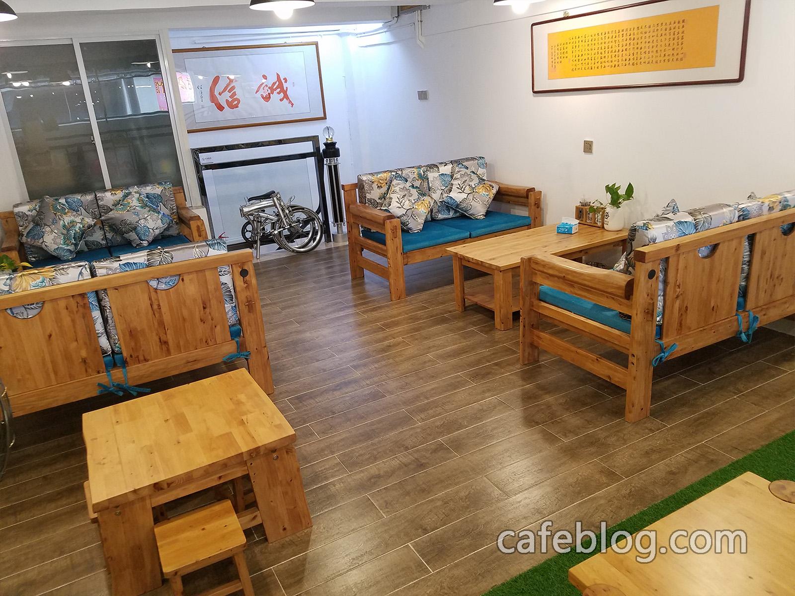 月港咖啡 YueGang Coffee 的二楼。