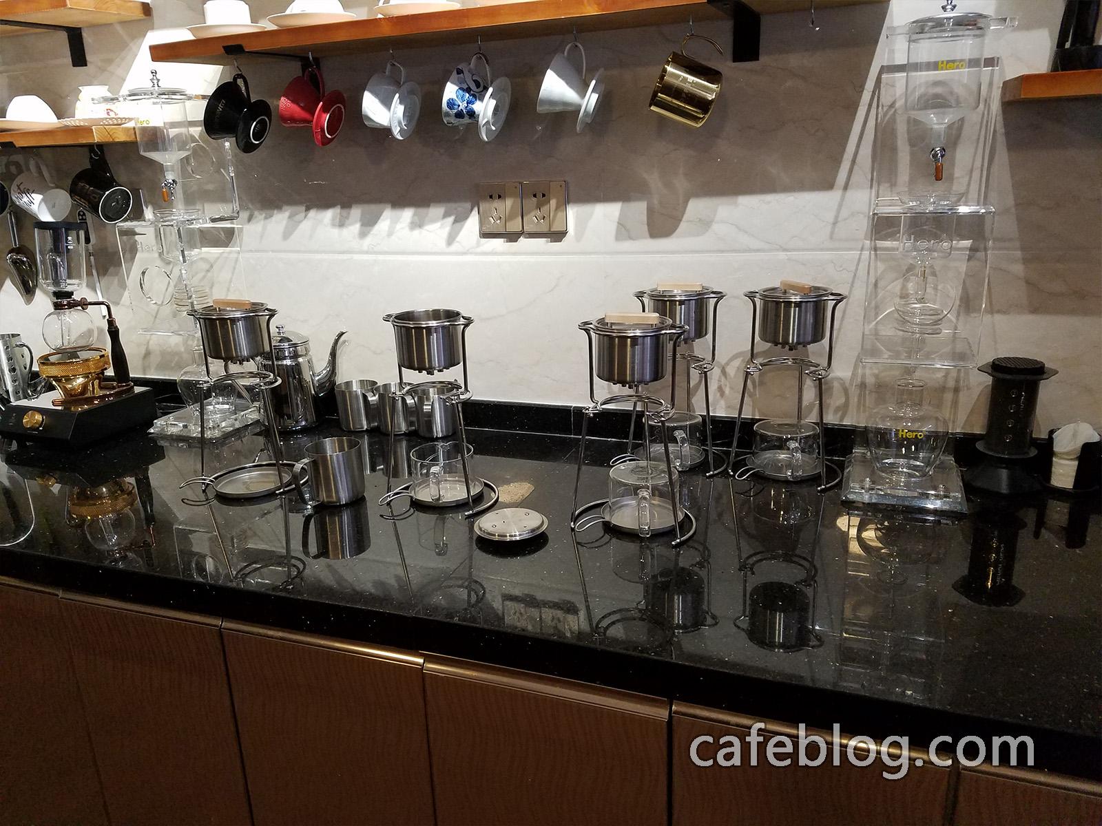 月港咖啡 YueGang Coffee 吧台里有这么多富士小绒 NELCCO 共有5套。