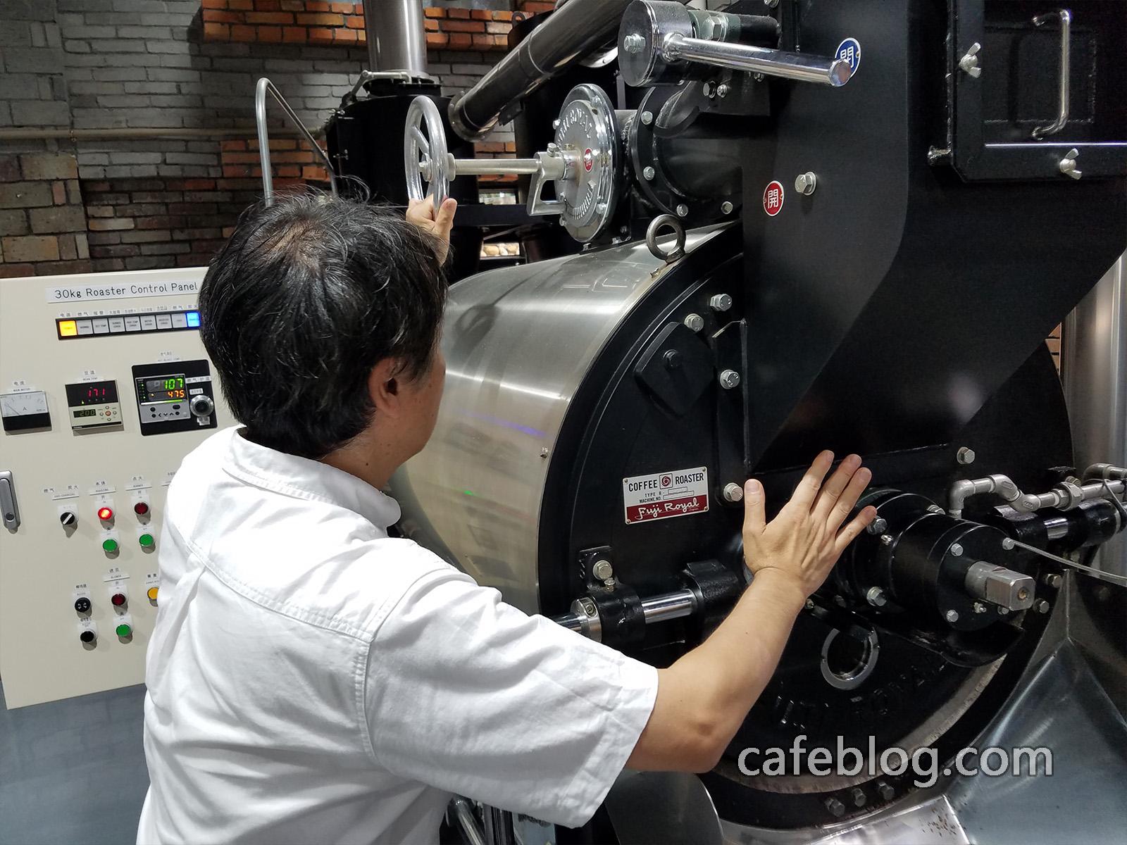 浅野嘉之用燃气方式烘焙30公斤烘焙机