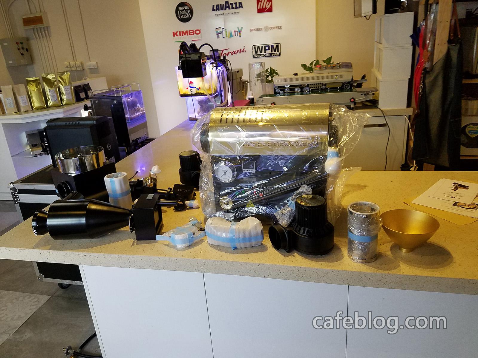 开始开箱准备安装DISCOVERY咖啡烘焙机