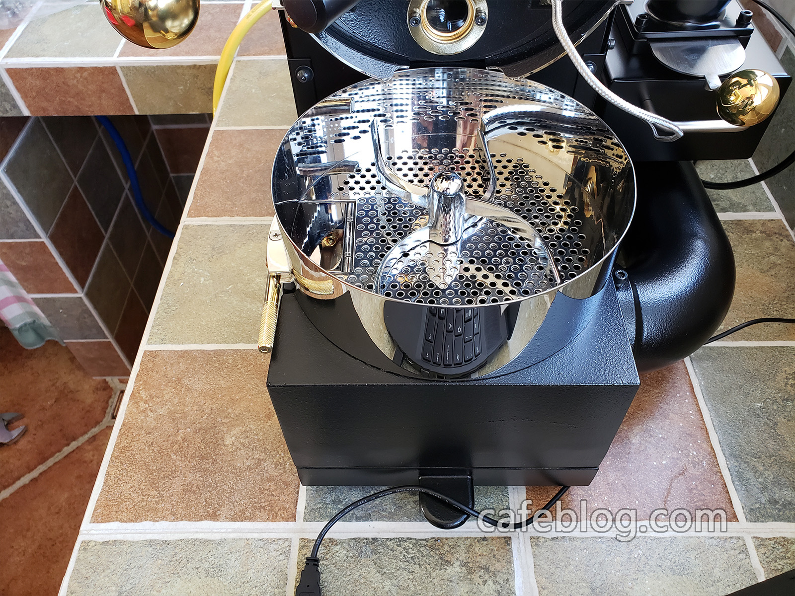 DISCOVERY咖啡烘焙机安装完毕。