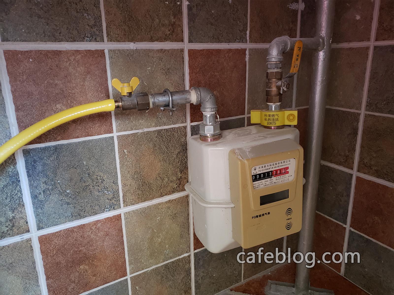 这次安装的DISCOVERY咖啡烘焙机是天然气版,所以接天然气。
