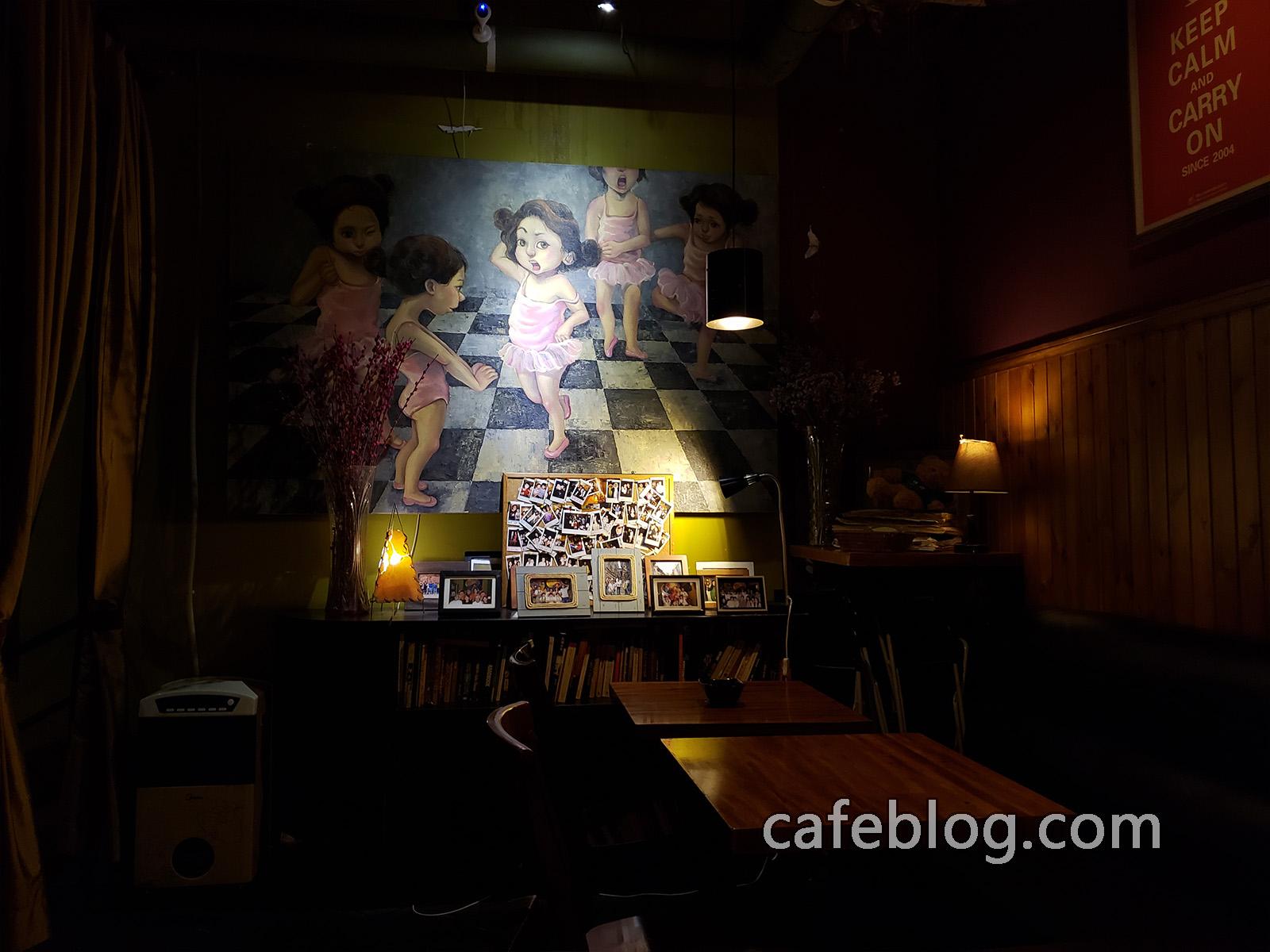 玛雅咖啡馆 Maya Cafe 上二楼的壁画。