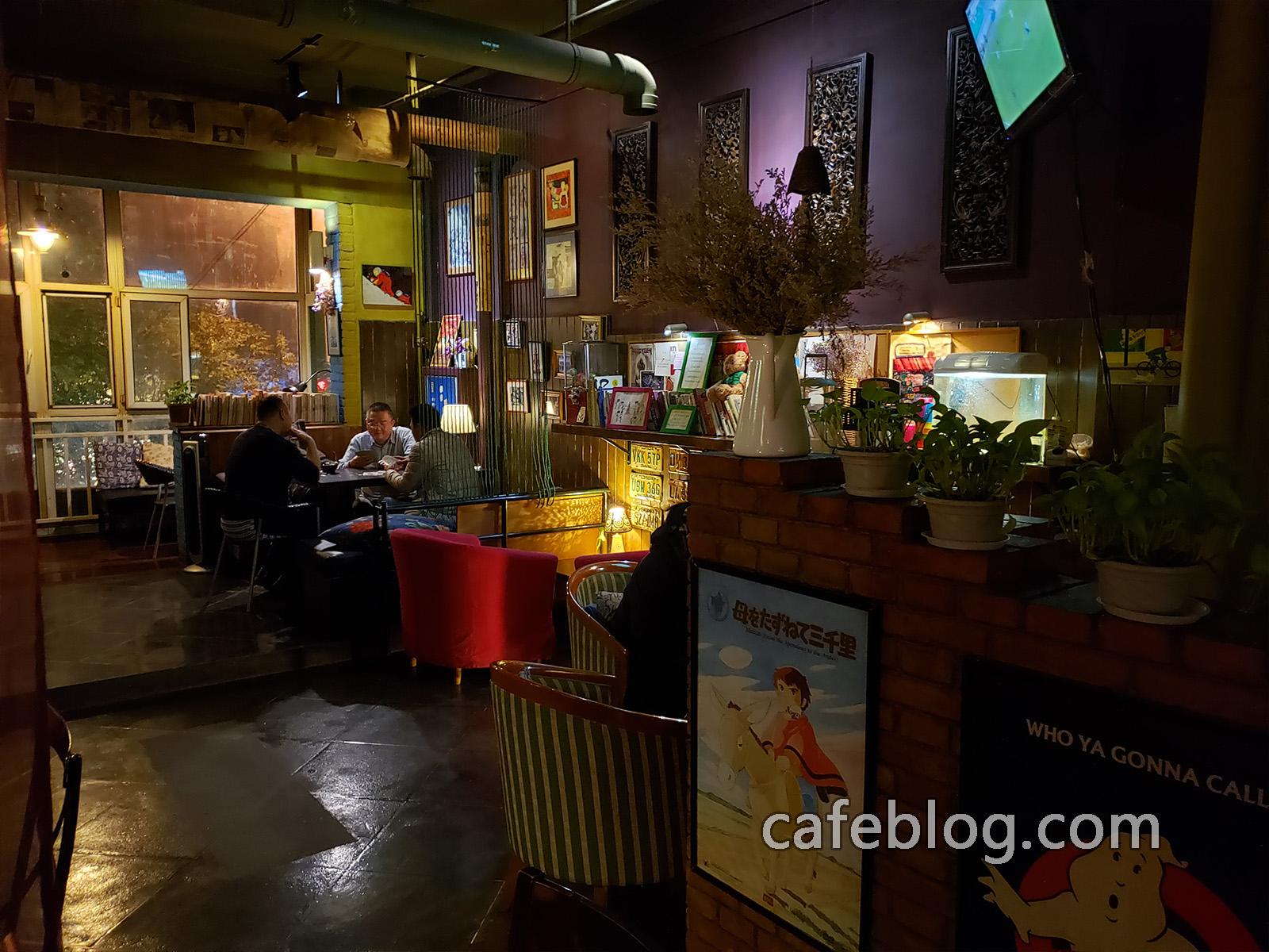 玛雅咖啡馆 Maya Cafe 店里的二楼情景。