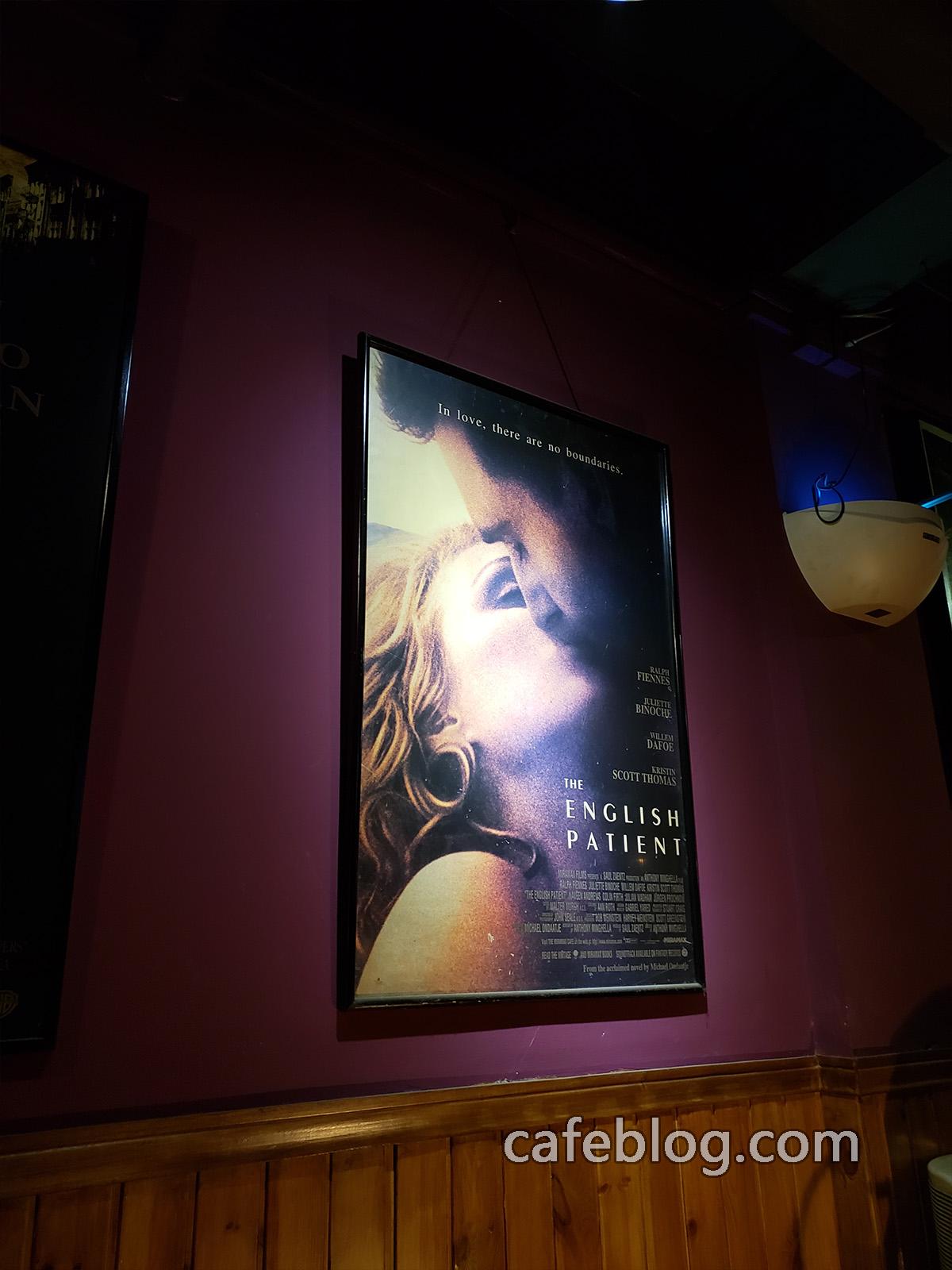 玛雅咖啡馆 Maya Cafe 二楼的英国病人的电影海报