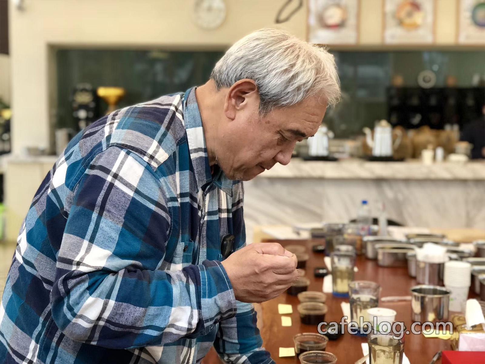 日本著名繁天武咖啡大师来到培训班亲自指导同学们。