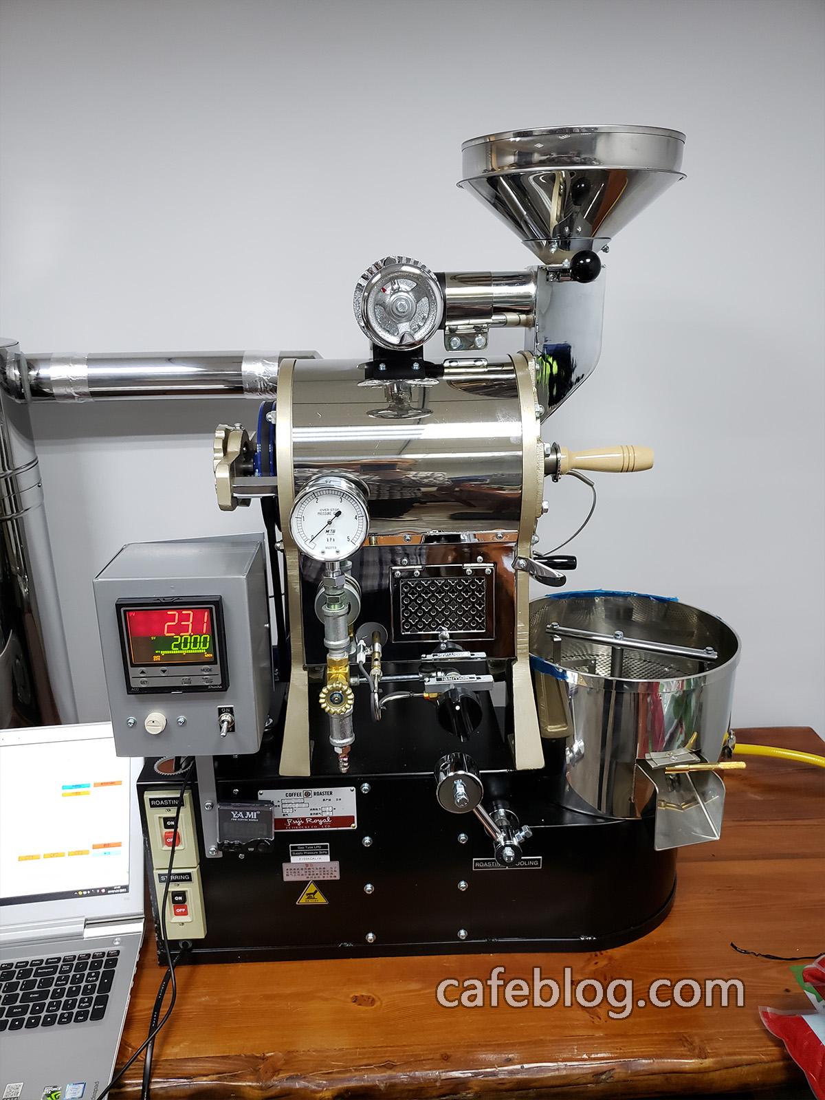 R-101咖啡烘焙机(1公斤)咖啡烘焙机安装完毕。